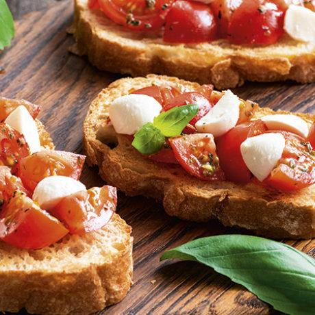 Bruschette s mozzarellom i mini rajčicama