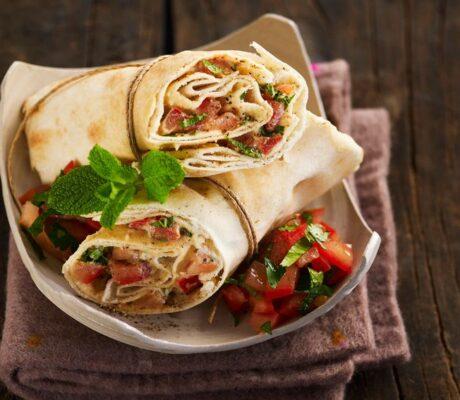 Tortilja s humusom i povrćem