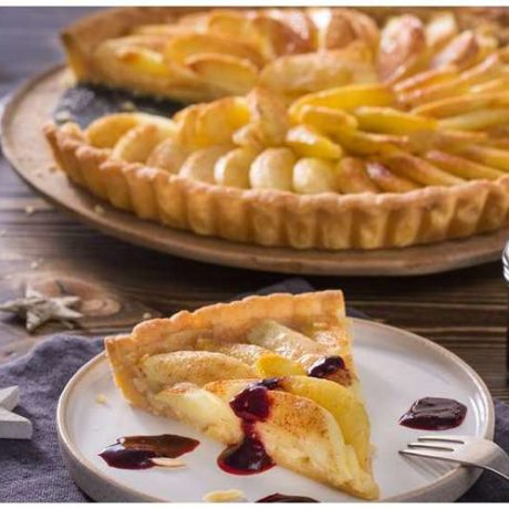 Pita od jabuka s umakom od malina