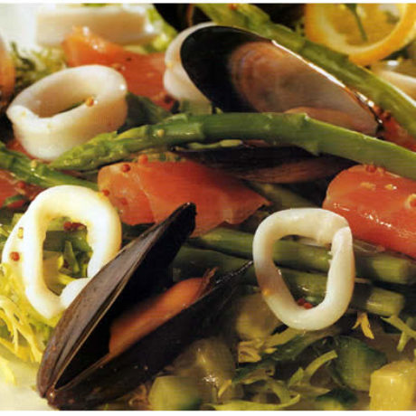 Salata od morskih plodova s endivljom